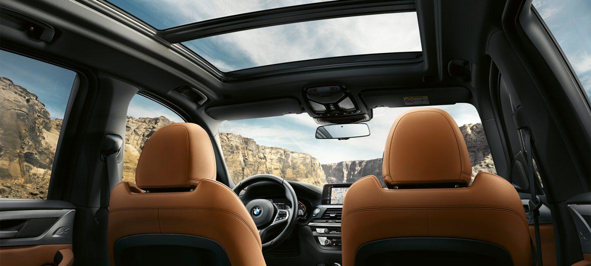 BMW X3 M40i, Interieurschuss im Cockpit