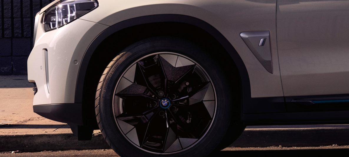 Aerodynamik-Räder BMW iX3 G08 2020 Mineralweiß metallic Nahaufnahme Rad Exterieur